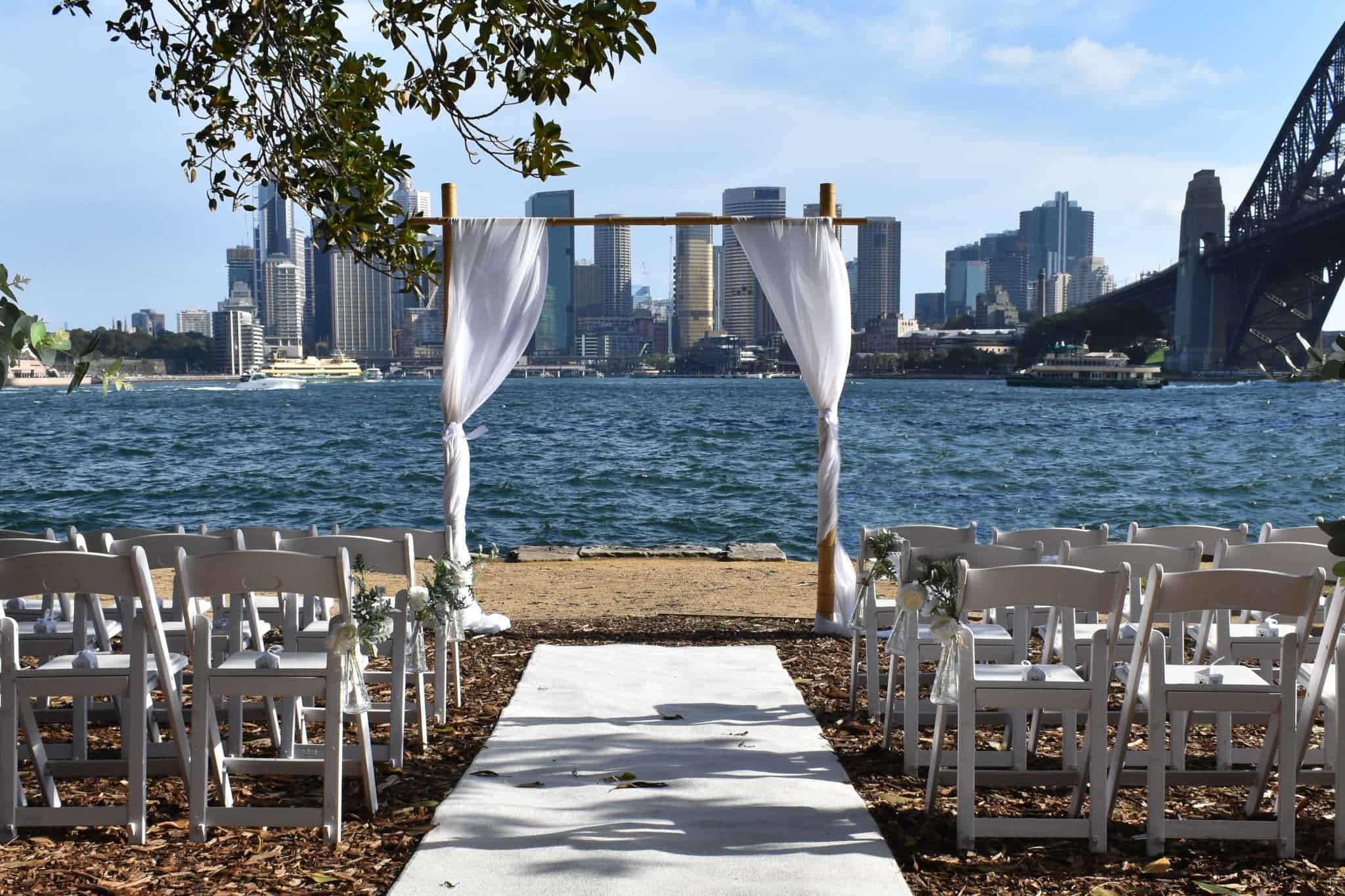 Kiss Me Quick Gold In The Park Styling Bradfield Park - Sydney Marriage Celebrant Stephen Lee